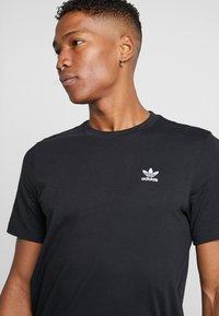 adidas Originals - ESSENTIAL TEE UNISEX - T-shirt basic - black - 4
