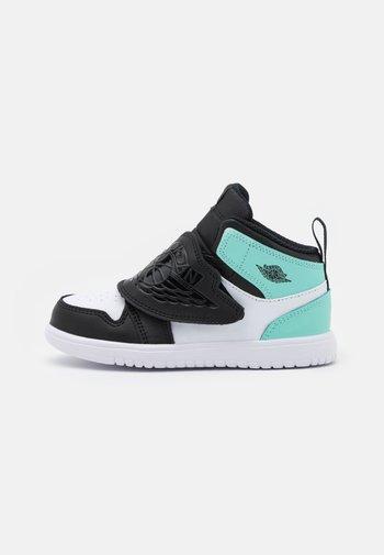 SKY 1 UNISEX - Zapatillas de baloncesto - black/tropical twist/white