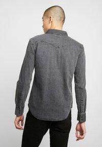 Levi's® - BARSTOW WESTERN SLIM - Shirt - black worn - 2