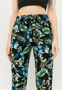 TALLY WEiJL - Trousers - green - 3