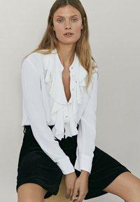 Massimo Dutti - MIT VOLANTS  - Button-down blouse - white - 1