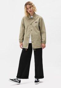 Dickies - OAKPORT COACH - Summer jacket - khaki - 4