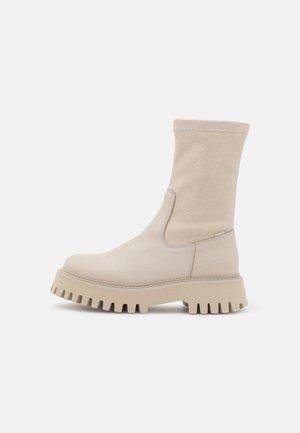 GROOV-Y - Platåstøvletter - winter white