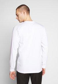Vans - DISTORTION - Langarmshirt - white - 2