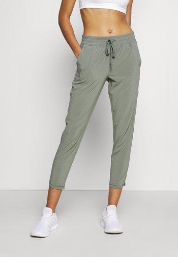 TAPERED PANT - Pantalones deportivos - vintage palm