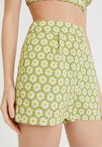PULL&BEAR - MIT MARGERITEN - Shorts - green - 3