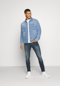 Tommy Jeans - OVERSIZE TRUCKER  - Denim jacket - light blue denim - 1