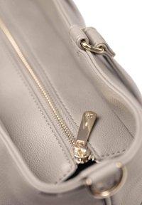 Little Unicorn - CITYWALK  - Baby changing bag - greyumber - 4