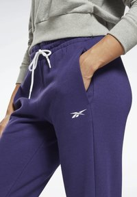 Reebok - LINEAR LOGO FRENCH TERRY JOGGERS - Tracksuit bottoms - purple - 2