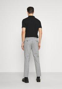 Selected Homme - SLHSLIM MYLOLOGAN CROP - Trousers - light grey melange - 2