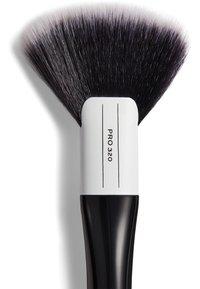 Revolution PRO - LARGE FAN BRUSH - Makeup brush - 320 - 2