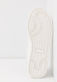 ONLY SHOES - ONLSHILO - Zapatillas - white/gold - 6