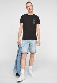 Q/S designed by - Print T-shirt - black - 1