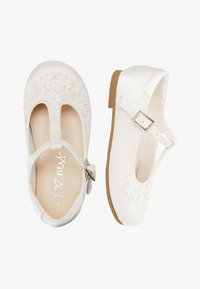 Next - WHITE FLOWER T-BAR SHOES (YOUNGER) - Zapatos de bebé - white - 1