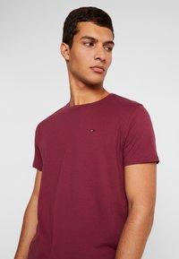Tommy Jeans - ORIGINAL CREW TEE - Basic T-shirt - burgundy - 4