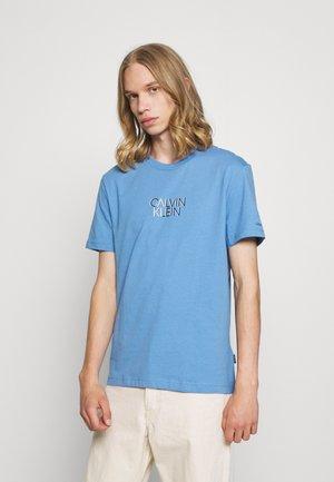 SHADOW CENTER LOGO - Print T-shirt - sky cloud