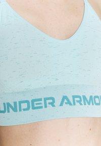 Under Armour - SEAMLESS LOW LONG BRA - Sportovní podprsenky s lehkou oporou - breeze - 5
