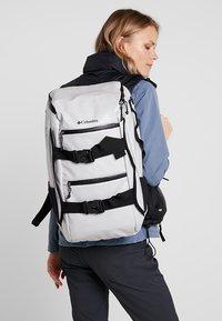 Columbia - STREET ELITE™ 25L BACKPACK - Plecak podróżny - cool grey - 1