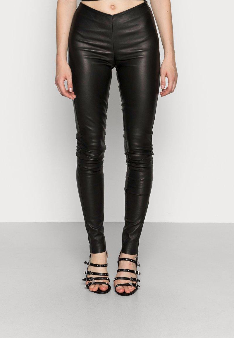 YAS - YASZEBA STRETCH - Kožené kalhoty - black