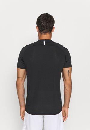 TRIKOT CHALLENGE - T-shirt print - schwarz/weiß