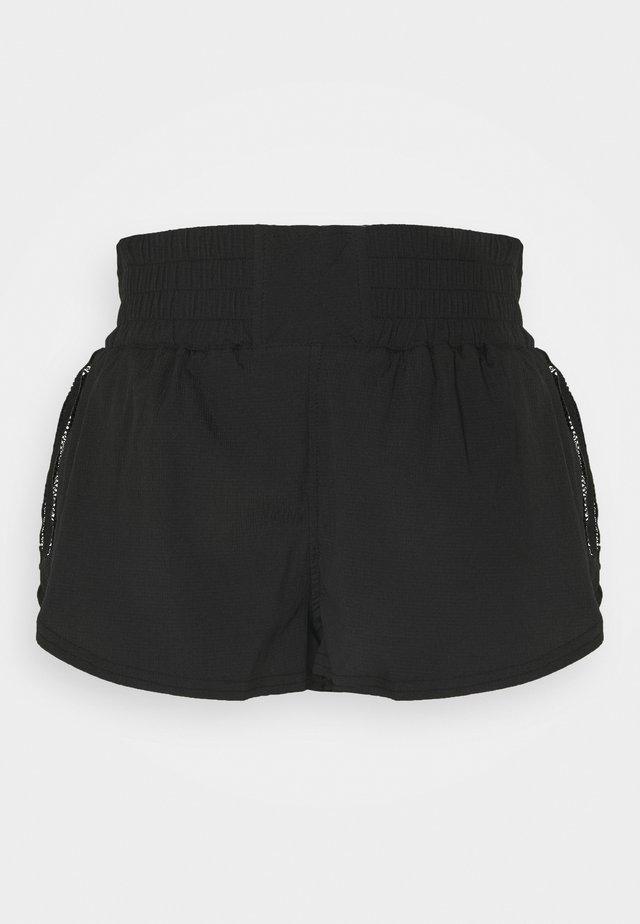 SOLID RUN WILD SHORT - Tracksuit bottoms - black