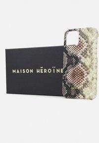 Maison Hēroïne - YUNA IPHONE CASE - Telefoonhoesje - rose/grey - 2