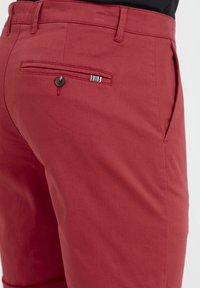 Tailored Originals - ROCKCLIFFE - Shorts - red - 4