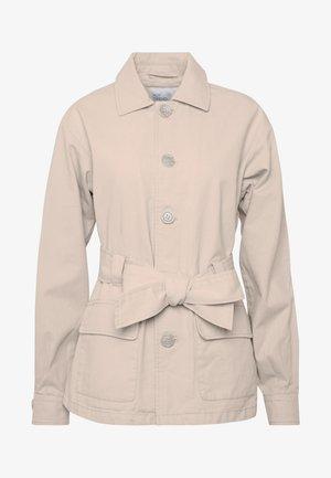 BELTED CARGO SHACKET - Summer jacket - beige