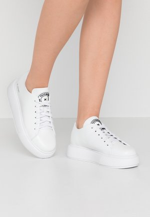 ENTOURAGE PAVEMENT X JEFFREY CAMPBELL - Baskets basses - white