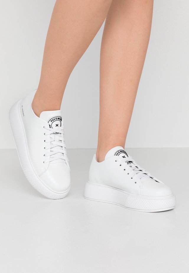 ENTOURAGE PAVEMENT X JEFFREY CAMPBELL - Zapatillas - white
