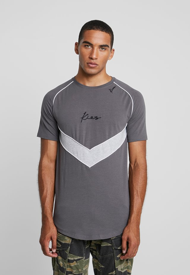 CHEVRON RAGLAN TEE - T-shirt imprimé - dark grey base