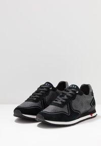 Guess - NEW GLORYM - Trainers - black/grey - 2
