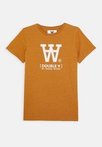 Wood Wood - OLA KIDS - T-shirts print - camel - 0