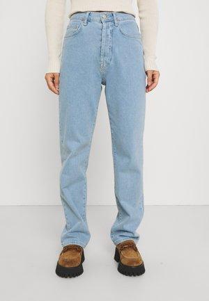 HIGH WAIST - Brīva piegriezuma džinsi - light blue