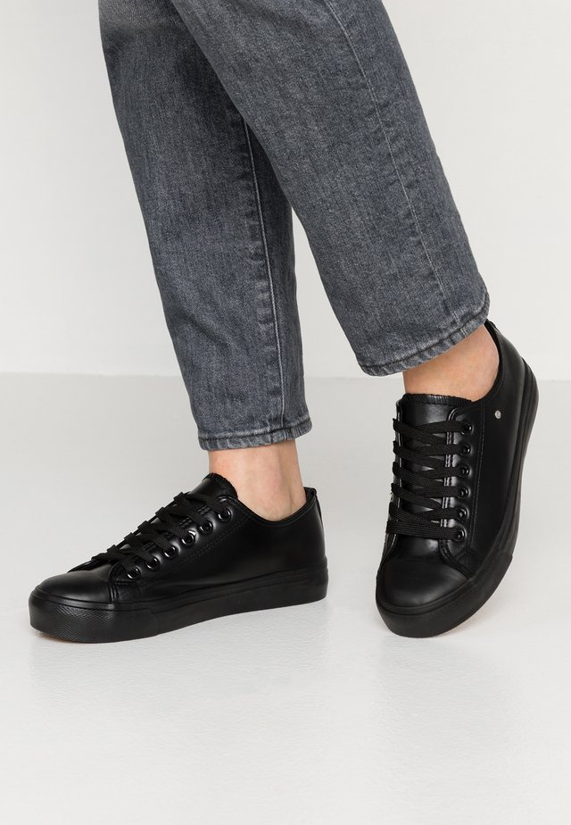 HAZEL VEGAN  - Trainers - black