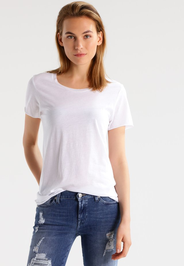 ROUND NECK LOOSE FIT TEE - Basic T-shirt - optical white