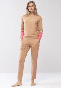 Mey - HOMEWEAR HOSE SERIE NIGHT2DAY - Pyjama bottoms - macadamia - 1
