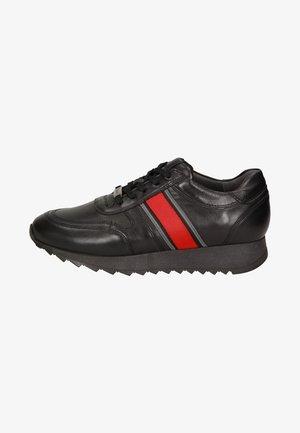 OSEKA - Trainers - black