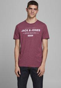 Jack & Jones - Print T-shirt - port royale - 0