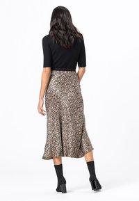 HALLHUBER - MIT MILLEFLEURS-PRINT - A-line skirt - schwarz - 2