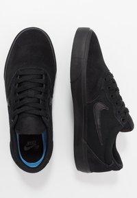 Nike SB - CHRON SLR - Sneakersy niskie - black - 1
