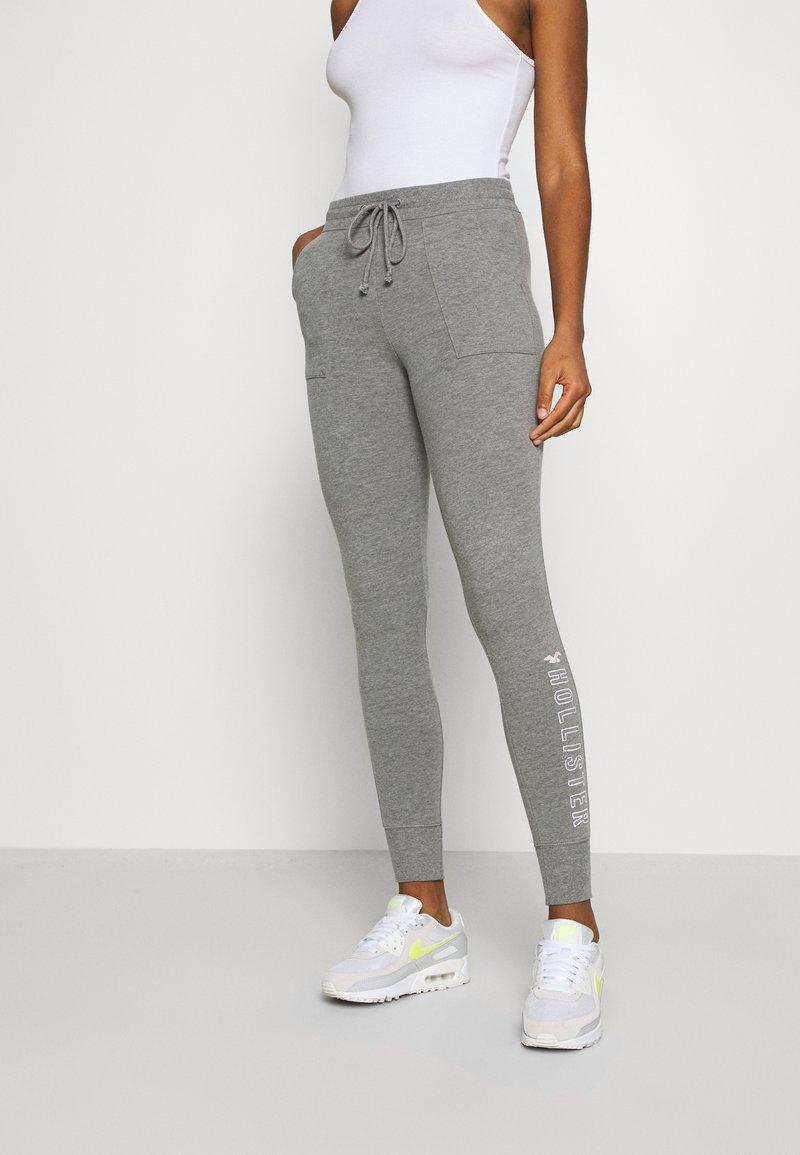 Hollister Co. - LOGO FLEGGING - Teplákové kalhoty - medium grey