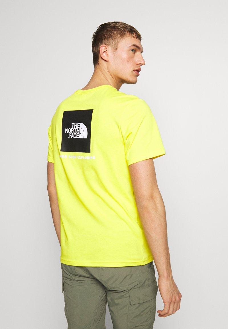 The North Face - REDBOX TEE - Print T-shirt - lemon