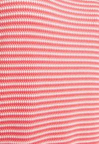 TOM TAILOR - STRUCTURE STRIPE - Print T-shirt - peach - 2