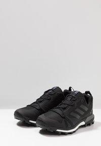adidas Performance - TERREX SKYCHASER LT - Obuwie hikingowe - core black/grey four - 2