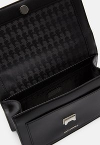 KARL LAGERFELD - IKONIK LOCK - Handtasche - black - 3