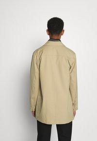 NN07 - KIM - Halflange jas - khaki - 2