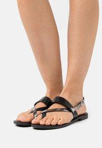 ONLY SHOES - ONLMELLY TOE SPLIT  - Sandály s odděleným palcem - black - 0
