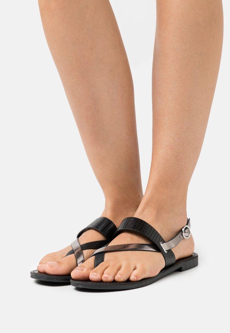 ONLY SHOES - ONLMELLY TOE SPLIT  - Sandály s odděleným palcem - black