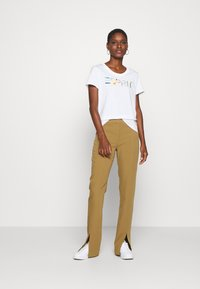 Esprit - CORE - T-shirt z nadrukiem - white - 1